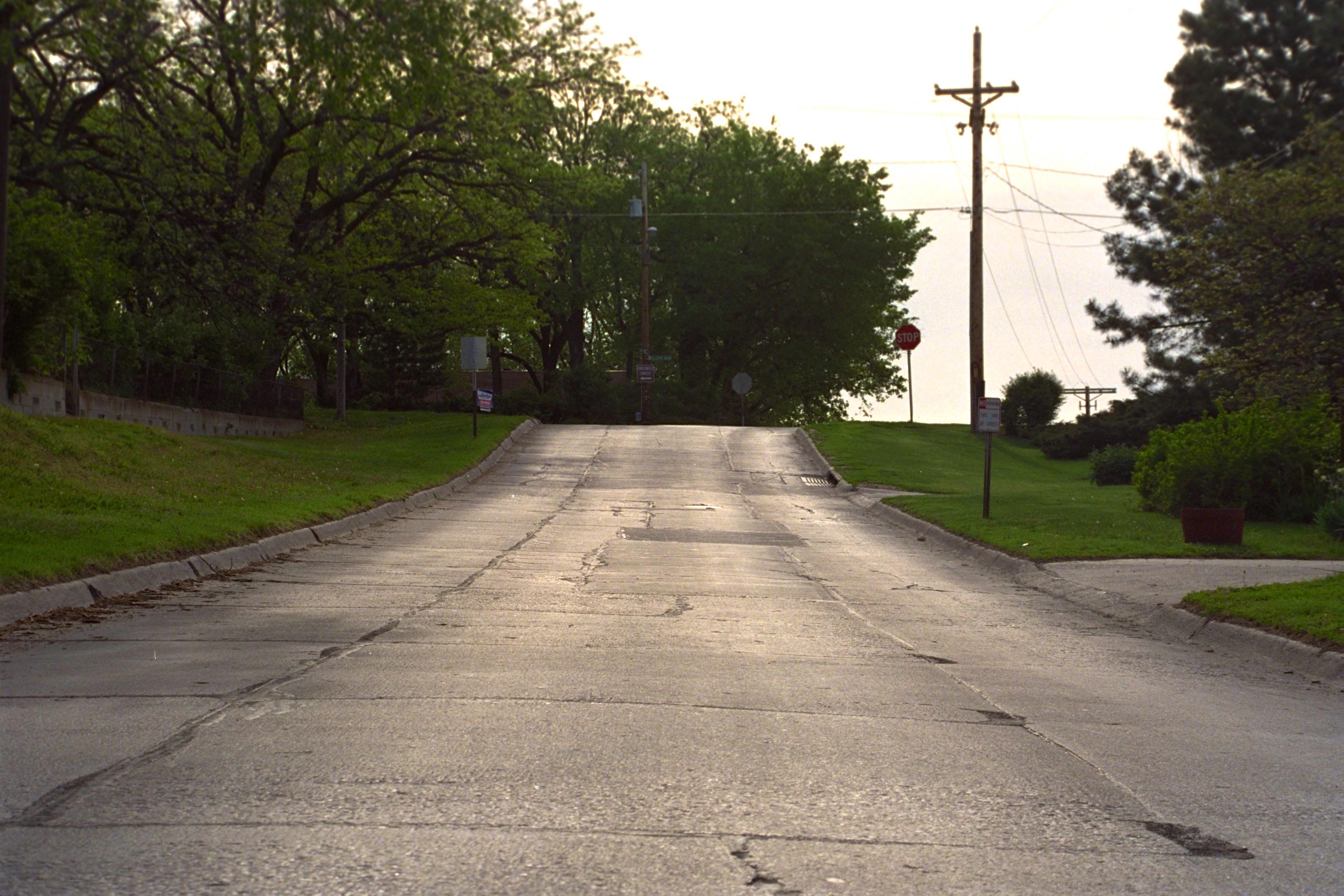 Childs Road, Blick auf den Hügel zu Bellevue Ave. up – Frühjahr 1992